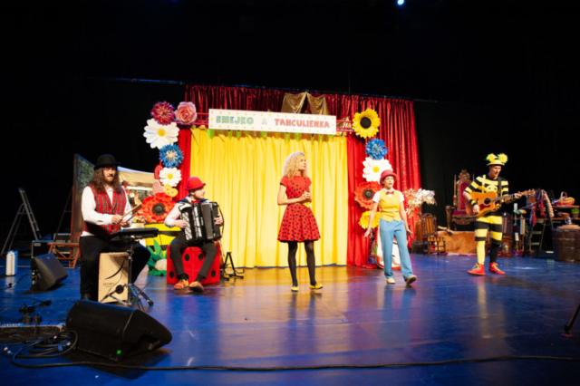 divadelna a hudobna zostava Smejko a Tanculienka